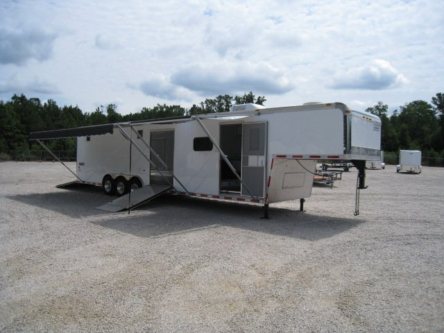 2006 HAULMARK 40* EDGE LOUNGE W/SIDE RAMP