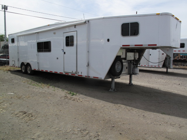 Buy Sell New Used Trailers Featherlite Car Hauler W Living Quarters At Trailershopper Com